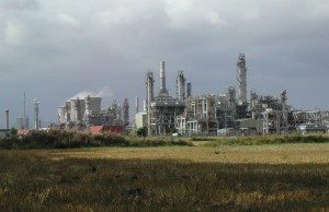 oil-refinery-and-field-1509495